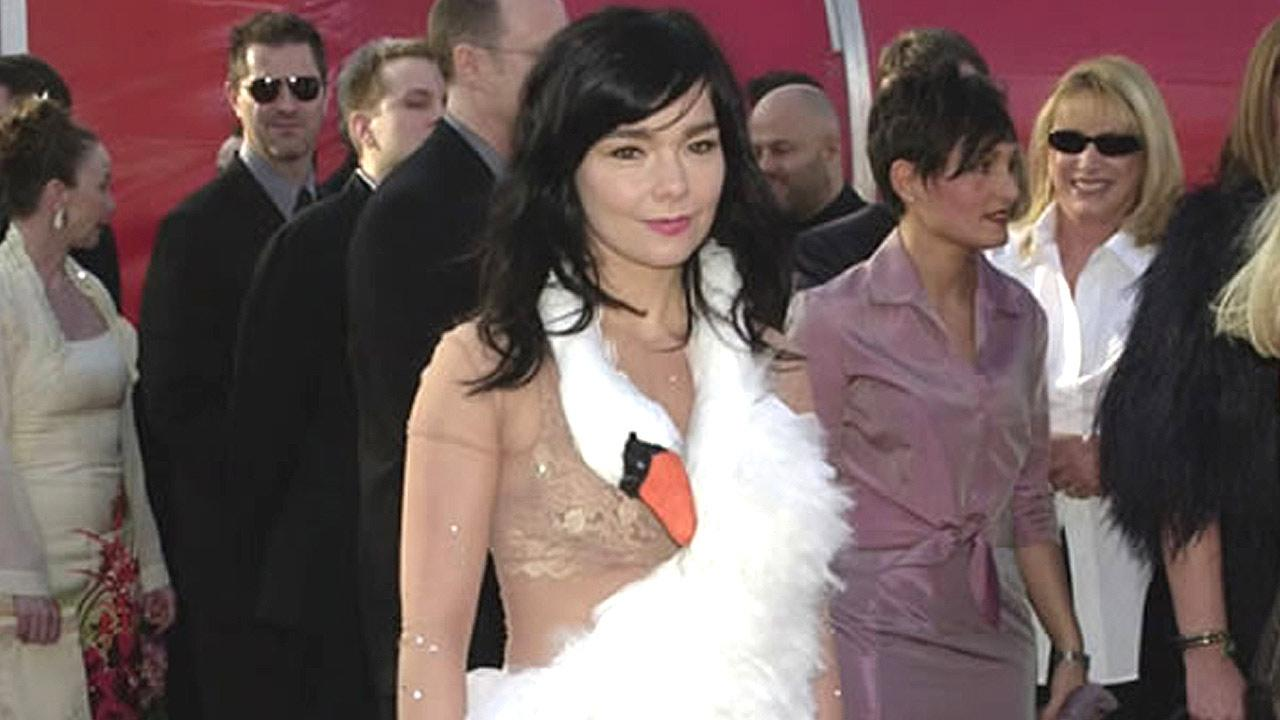 Singer Bjork arrives at the 73rd annual Academy Awards in her infamous swan gown, pictured in this March 25, 2001 file photo, in Los Angeles. <span class=meta>(Michael Caulfield)</span>