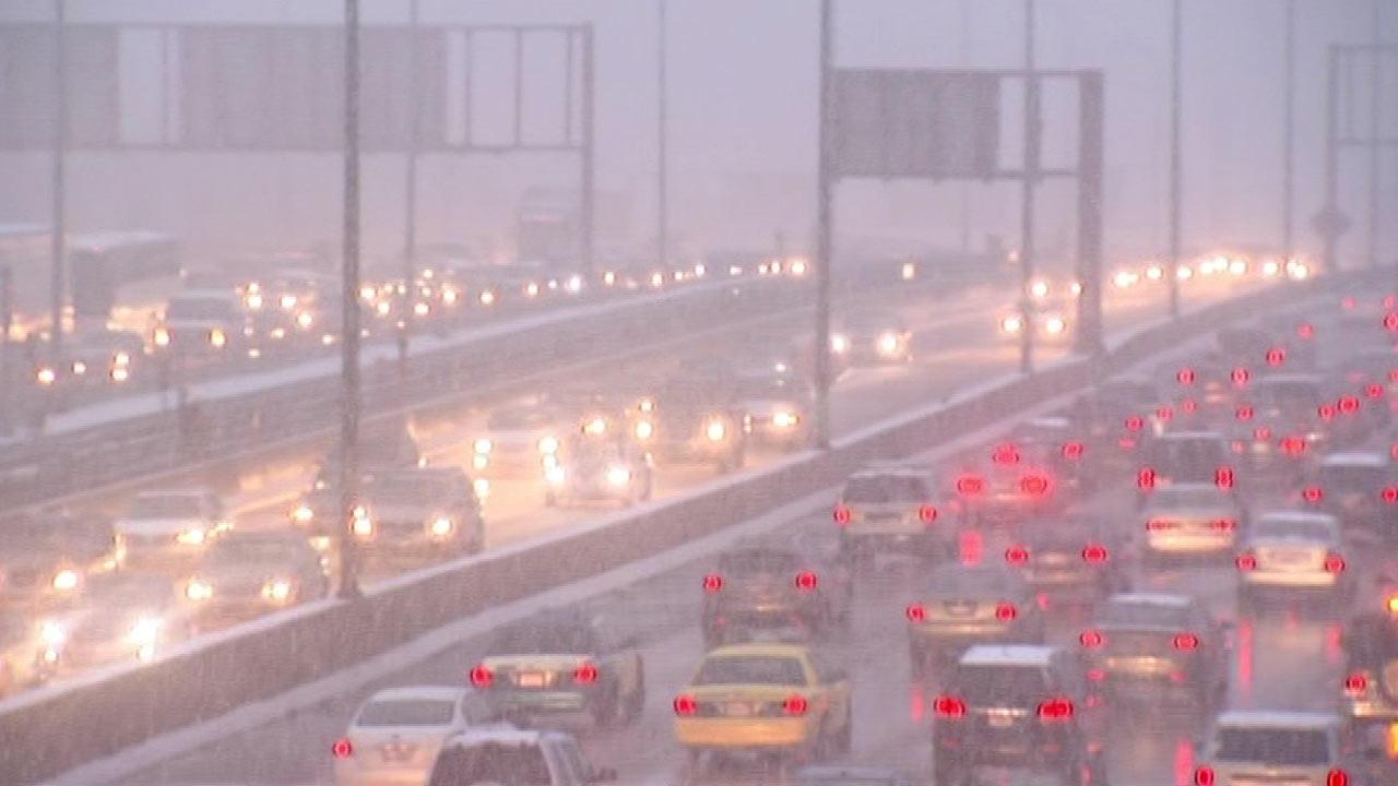 Chicago Weather: Wintry conditions make for rough evening commute