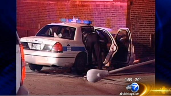 3 cops hurt in South Side chase, crash into building