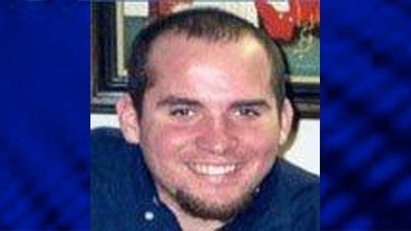 Glen Leadley -  last seen 2/8/03 and found 2/23/03 23 year old former Northern IL Univ student went to a gathering at a co-worker's home on North Lake Shore Dr. Took a cab home. Jogger reported seeing a body washed up on the rocks near Fullerton Ave.
