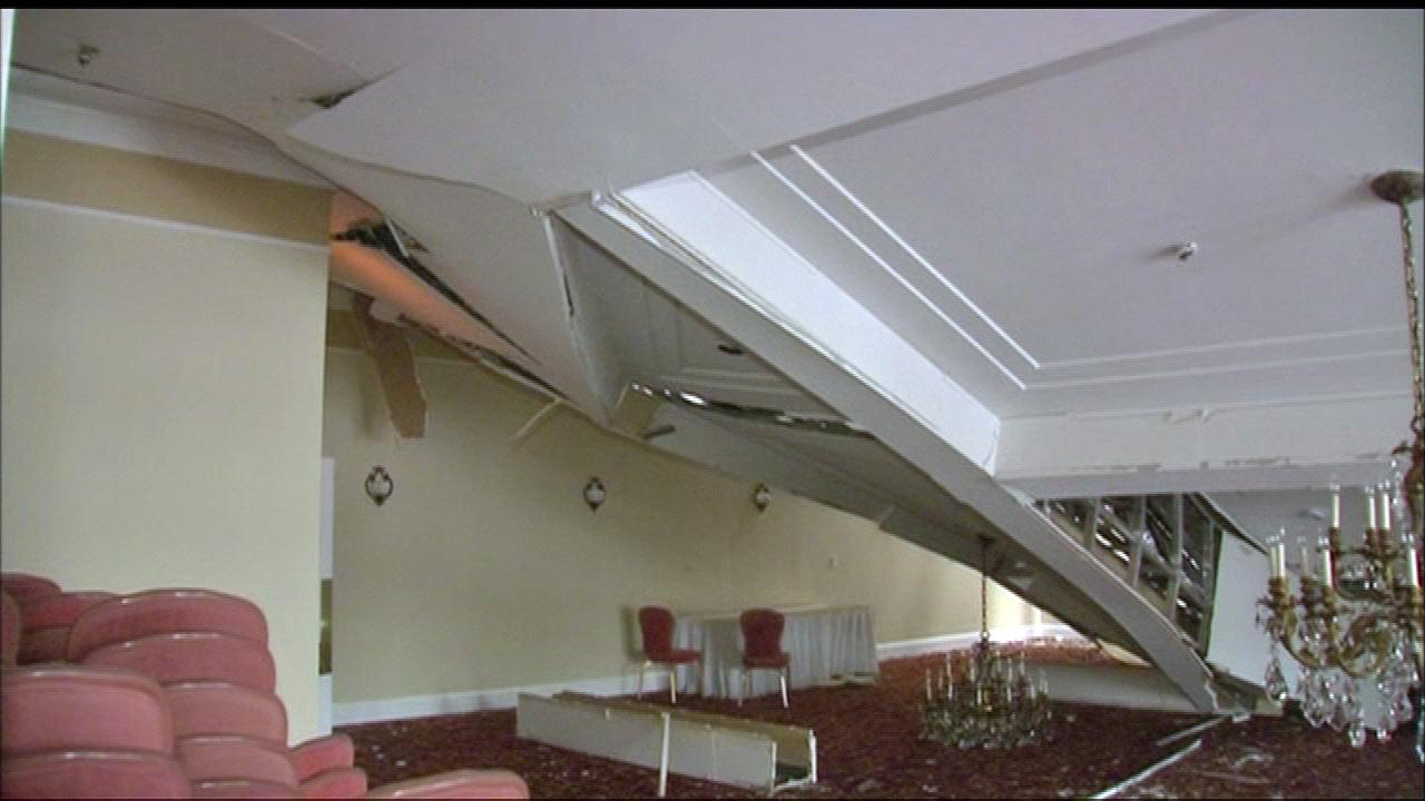 The heavy snow proved to be too much for a restaurant and banquet hall near OHare. The roof caved in at Cafe la Cave along Mannheim Road in Des Plaines.