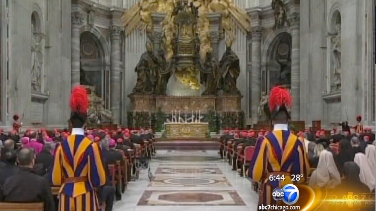 Last stragglers arrive at Vatican, U.S. cardinals keep quiet