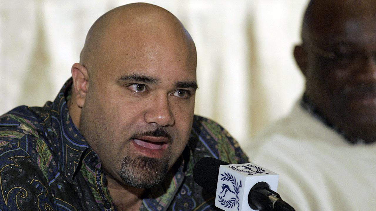 Chris Zorich, ex-Chicago Bears and Notre Dame defensive tackle, is introduced as a 2007 inductee to the College Football Hall of Fame at a news conference in New York, Tuesday, Dec. 4, 2007. (AP Photo/Jeff Zelevansky)