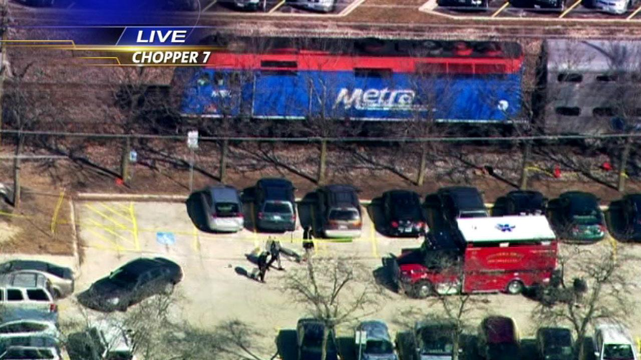 Metra train kills man near Downers Grove station