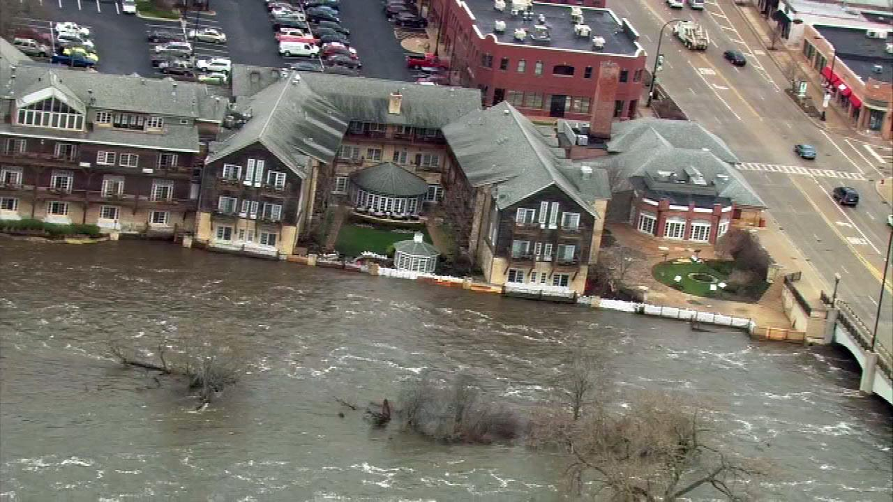 The Herrington Inn and Spa in downtown Geneva, Ill. used sandbags to minimize flooding from the Fox River. (Chopper 7 image)
