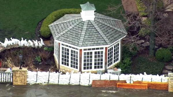The Herrington Inn & Spa in downtown Geneva, Ill. used sandbags to minimize flooding from the Fox River. (Chopper 7 image)