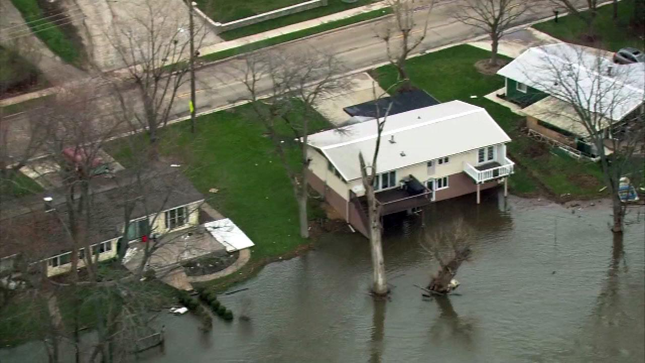 Riverfront homes in Geneva, Ill. fought rising floodwaters from the Fox River. (Chopper 7 image)
