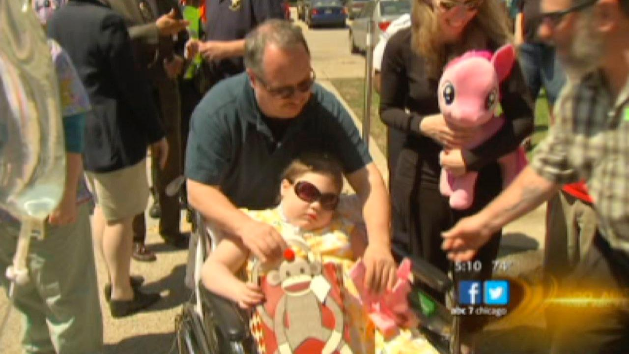 Kira Mammoser, 9, loses her battle with rare disease; Chicago police horses visited her earlier in May