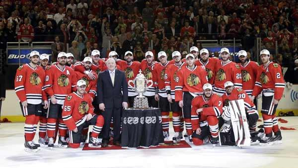 Chicago Blackhawks players pose with NHL deputy commissioner Bill Daly
