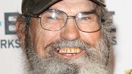 Duck Dynasty' scarecrow of Uncle Si Robertson stolen; $1K reward