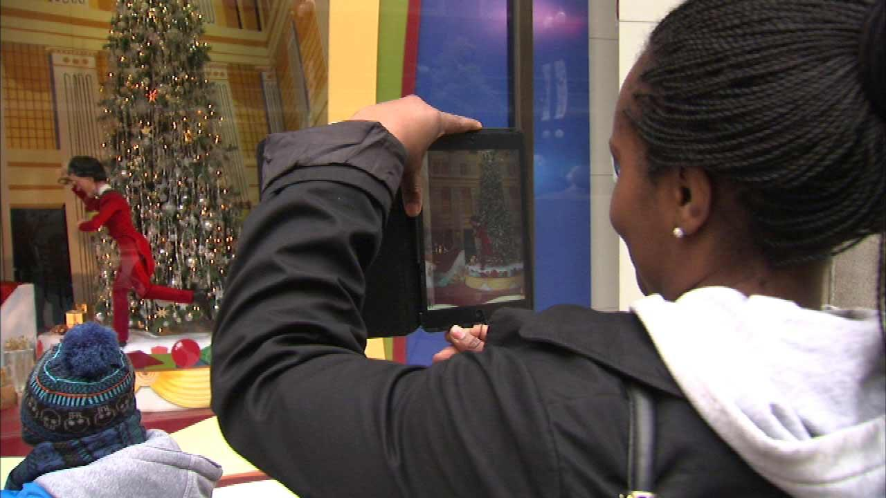 A 46-year tradition in Chicago continued Saturday morning, as the holiday animated window displays at Macys on State Street were unveiled and people of all ages stopped to take a look.