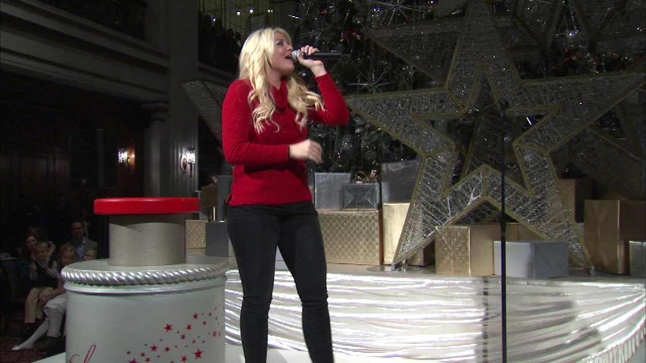 Lauren Alaina, American Idol Season 10 runner-up, entertained the crowd before the lighting of the Great Tree at Macys on State Street.
