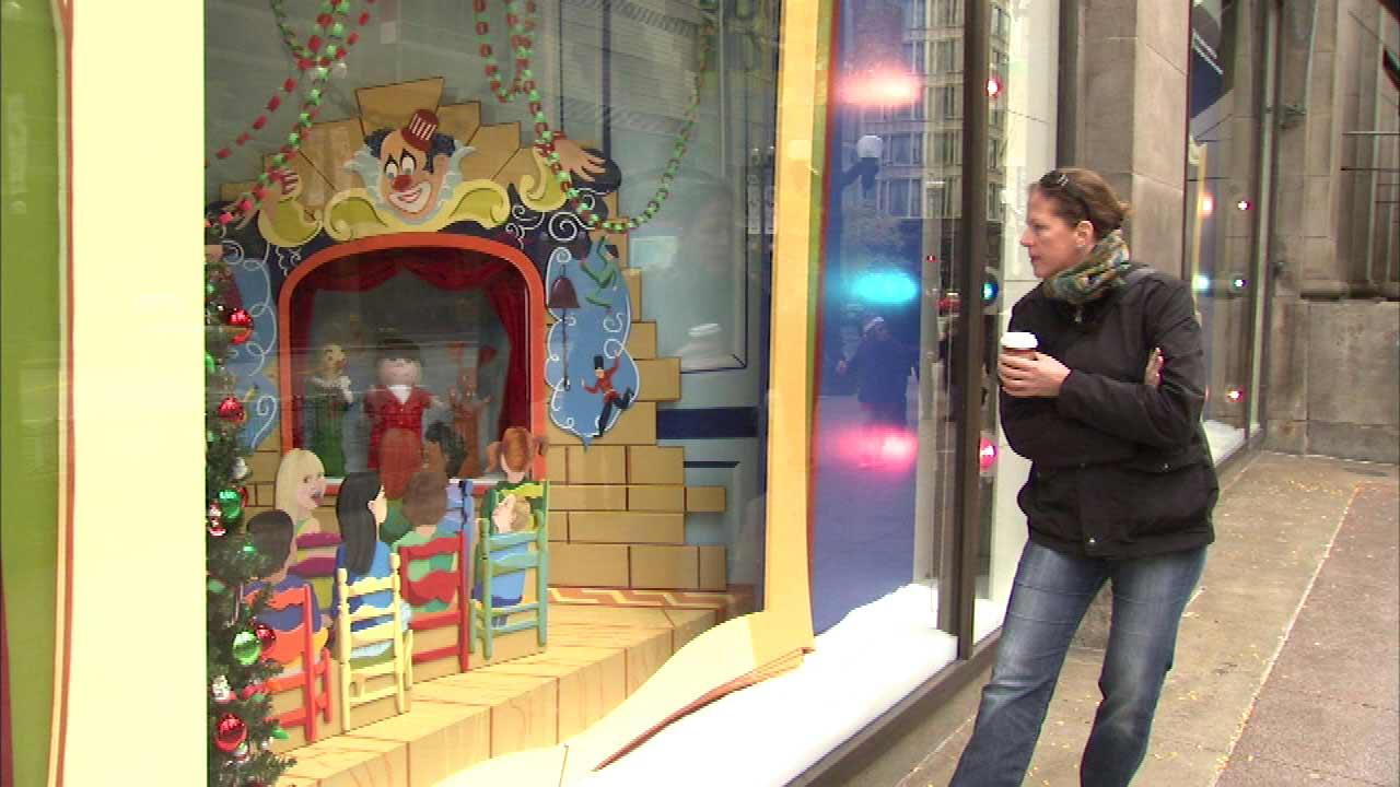 A 46-year tradition in Chicago continued Saturday morning, as the holiday animated window displays at Macys on State Street were unveiled and many people stopped to take a look.