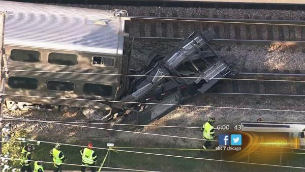 Metra train, truck collide in Bartlett