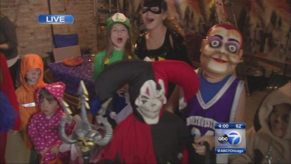 Evanston trick-or-treaters won't let rain dampen their Halloween