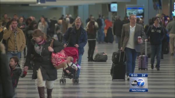 Thanksgiving travel moving smoothly at O'Hare