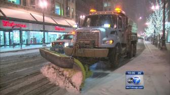 Snow, cold fail to deter holiday shoppers