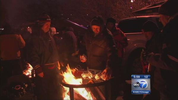 Football fans bundle up for frigid Bears game