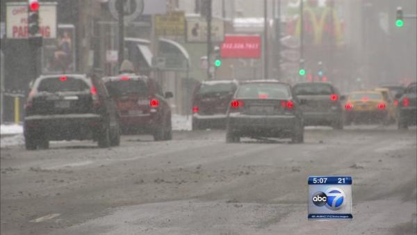 New Illinois law extends Chicago hands-free cell phone driving rule statewide