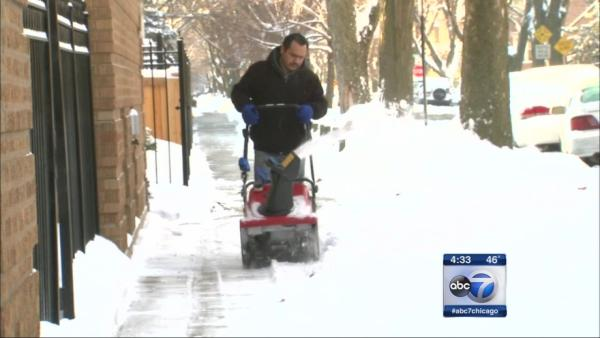 Chicago, suburbs dig out after heavy snow