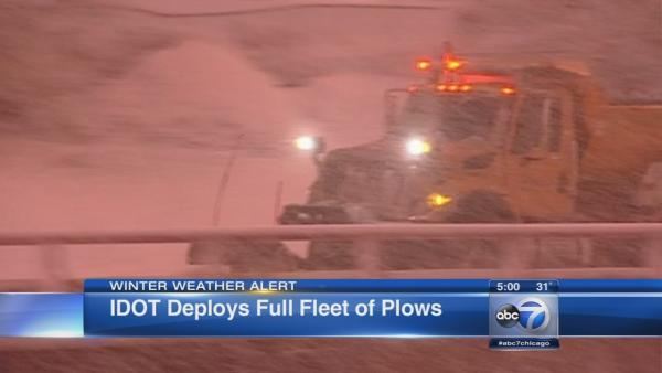 Chicago Weather: Snow creates messy commute