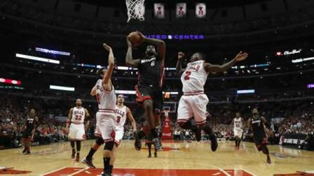 Miami Heat small forward LeBron James (6) heads to the hoop against Chicago Bulls point guard Nate Robinson (2) and Chicago Bulls shooting guard Marco Belinelli (8)