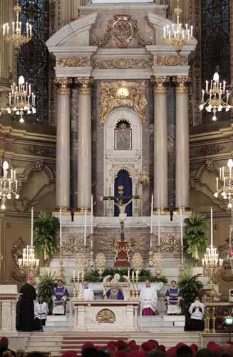 Pope Benedict XVI, center, presides over a vespers prayer in Leon&#39;s cathedral, Mexico, Sunday, March 25, 2012.  <span class=meta>(AP Photo&#47;Gregorio Borgia)</span>