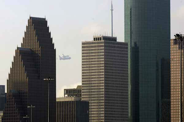 The space shuttle Endeavour rides atop a modified 747 beyond the Houston skyline Wednesday, Sept. 19, 2012, stopping in the city en route to Los Angeles. &#40;AP Photo&#47;Pat Sullivan&#41; <span class=meta>(AP Photo&#47; Pat Sullivan)</span>