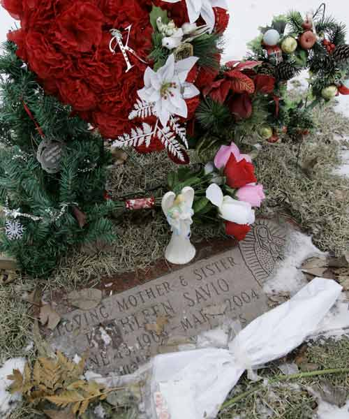 Flowers are shown at the grave of Kathleen Savio on February 22, 2008. Pathologist rules her death as a homicide. Peterson denies involvement in Savio&#39;s death, and Stacy&#39;s disappearance.  Drew Peterson is found guilty of first-degree murder in Savio&#39;s death on September 6, 2012.  <span class=meta>(AP Photo&#47;Charles Rex Arbogast, File)</span>