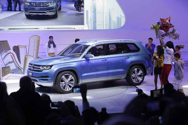 The Volkswagen CrossBlue SUV is unveiled during the North American International Auto Show in Detroit, Monday, Jan. 14, 2013. &#40;AP Photo&#47;Carlos Osorio&#41; <span class=meta>(AP Photo&#47; Carlos Osorio)</span>
