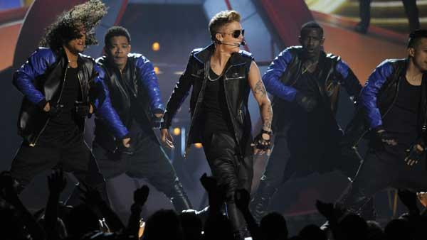 Justin Bieber, center, performs at the Billboard Music Awards at the MGM G
