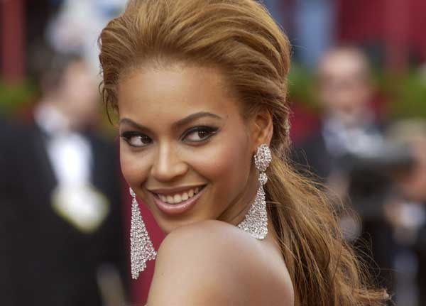 Beyonce Knowles arrives for the 77th Oscars Academy Awards Sunday, Feb. 27, 2005, in Los Angeles.  <span class=meta>(AP Photo&#47;Chris Pizzello)</span>