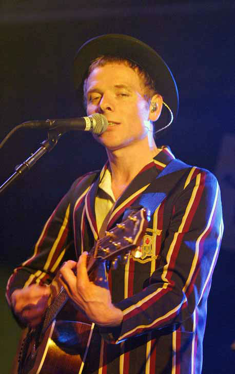 Stuart Murdoch of the Scottish group Belle and Sebastian, performs at the South by Southwest Music Festival in Austin, Texas, late Wednesday, March 15, 2006.  &#40;AP Photo&#47;Jack Plunkett&#41; <span class=meta>(AP Photo&#47; JACK PLUNKETT)</span>