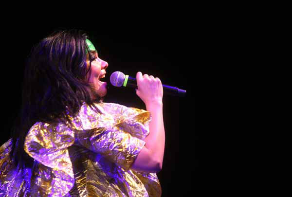 "<div class=""meta ""><span class=""caption-text "">Singer Bjork performs in concert Monday, Sept. 24, 2007 at Madison Square Garden in New York. (AP Photo/Gary He) (AP Photo/ GARY HE)</span></div>"