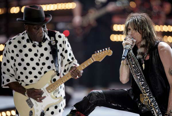 "<div class=""meta image-caption""><div class=""origin-logo origin-image ""><span></span></div><span class=""caption-text"">Steven Tyler, right, and Buddy Guy perform during Country Music Television's ""CMT Giants"" honoring Hank Williams, Jr. in Los Angeles on Thursday, Oct. 25, 2007. (AP Photo/Matt Sayles) (AP Photo/ Matt Sayles)</span></div>"