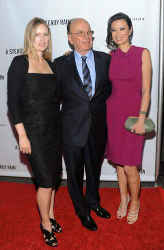 "<div class=""meta image-caption""><div class=""origin-logo origin-image ""><span></span></div><span class=""caption-text"">Global media mogul Rupert Murdoch poses with daughter Kathryn, left, and his wife Wendi Deng at the Broadway opening night of 'A Steady Rain' on Tuesday, Sept. 29, 2009 in New York. (AP Photo/Evan Agostini) (AP Photo/ Evan Agostini)</span></div>"
