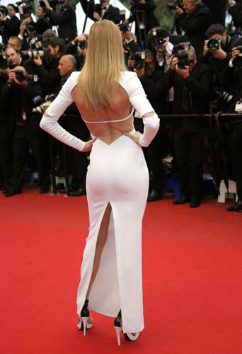 FILE - This May 18, 2013 file photo shows model Doutzen Kroes wearing an optic-white Calvin Klein gown with cutouts as she arrives for the screening of the film Jimmy P. Psychotherapy of a Plains Indian at the 66th international film festival, in Cannes, southern France. &#40;AP Photo&#47;Francois Mori, file&#41; <span class=meta>(AP Photo&#47; Francois Mori)</span>