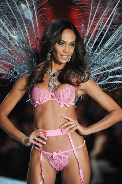 Model Joan Smalls walks the runway during the 2013 Victoria&#39;s Secret Fashion Show at the 69th Regiment Armory on Wednesday, Nov. 13, 2013 in New York. &#40;Photo by Evan Agostini&#47;Invision&#47;AP&#41; <span class=meta>(Photo&#47;Evan Agostini)</span>