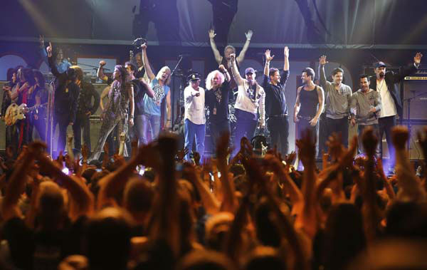 Artists who performed at the Boston Strong Concert take the stage during an Evening of Support and Celebration at the TD Garden on Thursday, May 30, 2013 in Boston. &#40;Photo by Bizuayehu Tesfaye&#47;Invision&#47;AP&#41; <span class=meta>(AP Photo&#47; Bizuayehu Tesfaye)</span>