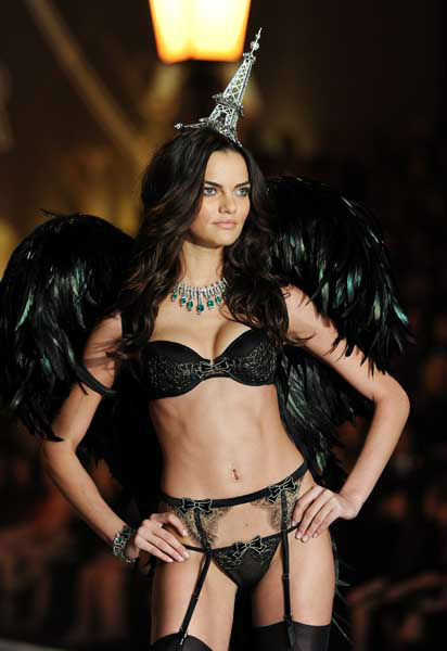 Model Barbara Fialho walks the runway during the 2013 Victoria&#39;s Secret Fashion Show at the 69th Regiment Armory on Wednesday, Nov. 13, 2013, in New York. &#40;Photo by Evan Agostini&#47;Invision&#47;AP&#41; <span class=meta>(Photo&#47;Evan Agostini)</span>