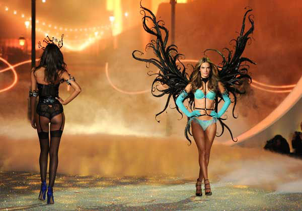 Model Alessandra Ambrosio walks the runway during the 2013 Victoria&#39;s Secret Fashion Show at the 69th Regiment Armory on Wednesday, Nov. 13, 2013 in New York. &#40;Photo by Evan Agostini&#47;Invision&#47;AP&#41; <span class=meta>(Photo&#47;Evan Agostini)</span>