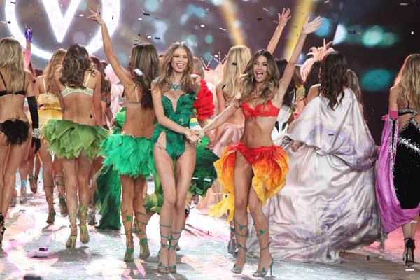 This Nov. 7, 2012 photo released by Starpix shows models Behati Prinsloo, left, and Lily Aldridge during The 2012 Victoria&#39;s Secret Fashion Show in New York. The California native has been a Victoria&#39;s Secret model since 2009, and she also has walked the runway for Rag &amp; Bone and Giles Deacon and appeared in ads for Coach, Clinque and Anthropologie.  &#40;AP Photo&#47;Starpix, Amanda Schwab&#41; <span class=meta>(AP Photo&#47; AMANDA SCHWAB)</span>