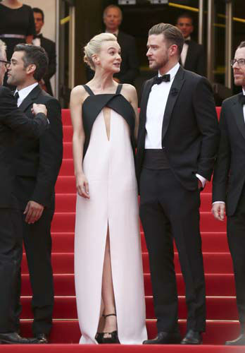 FILE - This May 19, 2013 file photo shows actress Carey Mulligan, left, in a Deco-inspired white and black gown with keyhole opening with Justin Timberlake at the screening of &#34;Inside Llewyn Davis&#34; at the 66th international film festival, in Cannes, southern France. &#40;Photo by Joel Ryan&#47;Invision&#47;AP, file&#41; <span class=meta>(AP Photo&#47; Joel Ryan)</span>