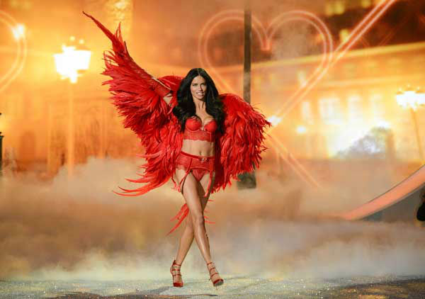Model Adriana Lima walks the runway during the 2013 Victoria&#39;s Secret Fashion Show at the 69th Regiment Armory on Wednesday, Nov. 13, 2013 in New York. &#40;Photo by Evan Agostini&#47;Invision&#47;AP&#41; <span class=meta>(Photo&#47;Evan Agostini)</span>
