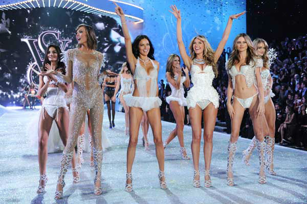 "<div class=""meta ""><span class=""caption-text "">Models, from left, Lily Aldrige, Karlie Kloss, Adriana Lima, Candice Swanepoel and Bahati Prinsloo walk the runway during the finale of the 2013 Victoria's Secret Fashion Show at the 69th Regiment Armory on Wednesday, Nov. 13, 2013, in New York. (Photo by Evan Agostini/Invision/AP) (Photo/Evan Agostini)</span></div>"