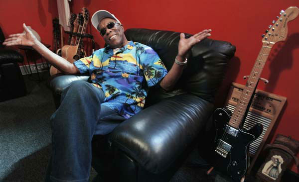 "<div class=""meta image-caption""><div class=""origin-logo origin-image ""><span></span></div><span class=""caption-text"">In this Aug. 3, 2012 photo, blues legend Buddy Guy speaks about his new book, ""When I left Home"" in the office of his blues club Buddy Guy's Legends in Chicago's South Loop.. (AP Photo/M. Spencer Green) (AP Photo/ M. Spencer Green)</span></div>"