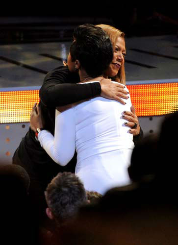 "<div class=""meta image-caption""><div class=""origin-logo origin-image ""><span></span></div><span class=""caption-text"">Queen Latifah, right, winner of the Favorite New Talk Show Host award hugs Jennifer Hudson in the audience at the 40th annual People's Choice Awards at Nokia Theatre L.A. Live on Wednesday, Jan. 8, 2014, in Los Angeles. (Photo by Frank Micelotta/Invision/AP) (Photo/Frank Micelotta)</span></div>"