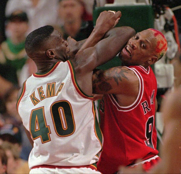 Seattle SuperSonics Shawn Kemp (40) ties up with Chicago Bulls Dennis Rodman in the second quarter of NBA Finals Sunday June 9, 1996 in Seattle. (AP Photo/Elaine Thompson)