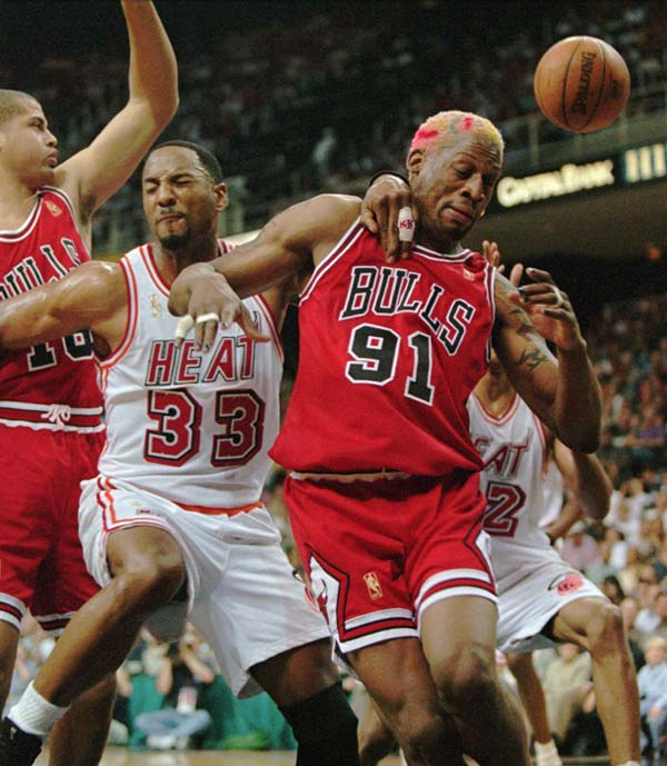Miami Heat's Alonzo Mourning (33) and Chicago Bulls Dennis Rodman (91) get physical under the basket in second half action Saturday, May 24, 1997 in Game 3 of the NBA Eastern Conference Finals in Miami. The Bulls won 98-74. (AP Photo/Jeffrey Boan)