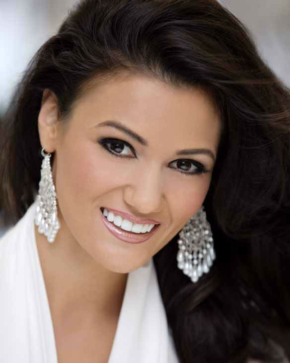 "<div class=""meta ""><span class=""caption-text ""> Miss New Mexico Candice Bennatt</span></div>"